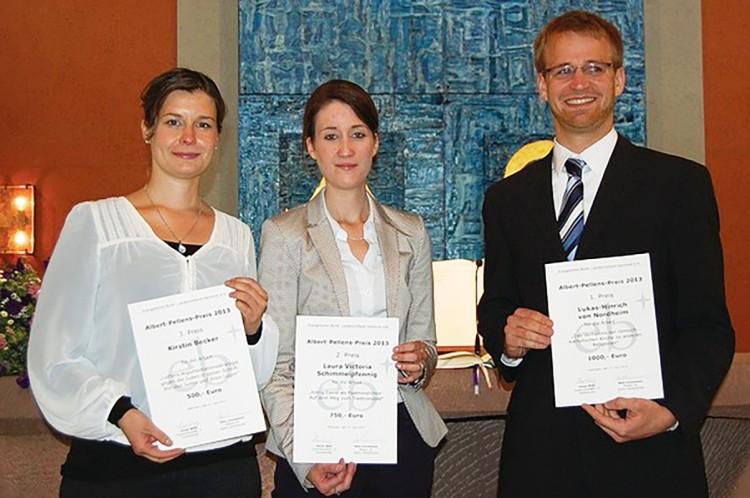 Preisträger des Albert-Pellens-Preises 2013 (vlnr: Kirstin Becker, Laura Victoria Schimmelpfennig und Lukas Hinrich)