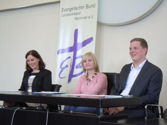 Die drei Preisträger: Krystyna-Maria Redeker, Lena Hinnenkamp, Matthias Groeneveld (von links nach rechts)