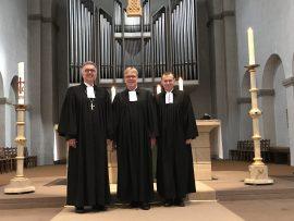 Abschlussgottesdienst in der Abdinghofkirche. V.l.n.r. Bischof Dr. Sigurd Rink, Landessuperintendent Dietmar Arends (Lippische Landeskirche), Dr. Eckhard Düker (Abdinghofkirche)